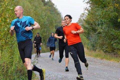 STERK VIND: Det var 45 deltagere som fullførte Torsdagsløpet i den kraftige vinden i Kalnesskogen torsdag.