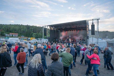 Den store Havnefestivalen, som etter planen skal arrangeres på Skjeberg Marinesenter 11. og 12. juni, vil bli avlyst dersom Sarpsborg kommune ikke snarest avvikler spiseplikten i forbindelse med skjenking.