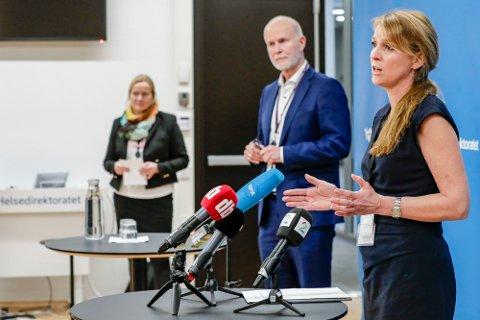 Avdelingsdirektør Line Vold i Folkehelseinstituttet og helsedirektør Bjørn Guldvog på pressekonferanse hos Helsedirektoratet etter at det er oppdaget utbrudd av den britiske mutasjonen av koronaviruset i Nordre Follo kommune.