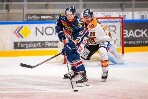 Sparta og Emil Lundberg vant 4-3 borte mot Frisk Asker torsdag. Lundberg scoret det avgjørende målet for Sparta på tampen av 2. periode. Dette bildet er fra da lagene spilte mot hverandre i Sarpsborg i september. (Foto: Thomas Andersen)