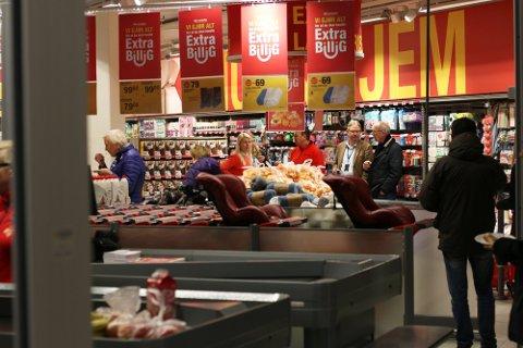 EXTRA: Her ser vi bilder fra åpningen av Extra i Drøbak i 2018. Butikkjeden har butikker i Drøbak og på Skoklefall.