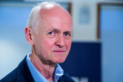 Geir Bukholm, smitteverndirektør ved Folkehelseinstituttet, sier gjenåpning først kan skje når vi ikke risikerer overbelastning av sykehusene.