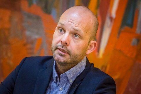 USIKKERT: Ordfører Sindre Martinsen-Evje vet ikke om Sarpsborg kommune får lov til å gå ut av regjeringens tiltaksnivå 5B. Han er uansett klar på at det må være lokale begrensinger i tillegg til de nasjonale rådene.