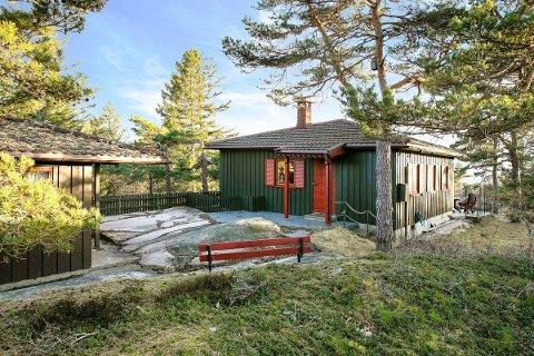 Denne hytta i Djupekloveien i Onsøy ble solgt for hele 1,4 millioner mer enn prisantydning denne uken. Den er et eksempel på det glohete hyttemarkedet denne våren.