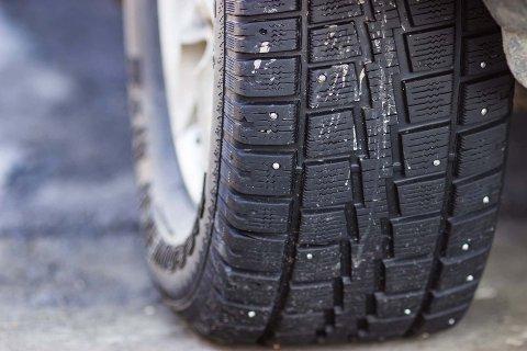 Husk å etterstramme hjulboltene etter hjulskift