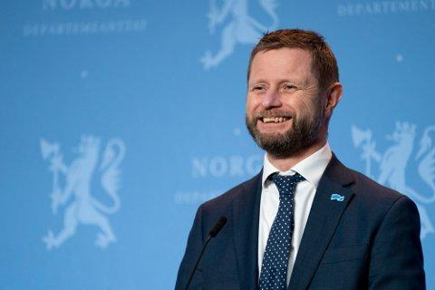 Helse- og omsorgsminister Bent Høie (H) sier at han er glad og fornøyd med tempoet i vaksineringen.