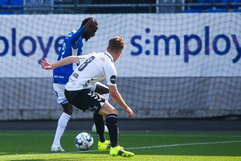 DUELL: Sulayman Bojang i duell med Markus André Kaasa under treningskampen på Stadion søndag.