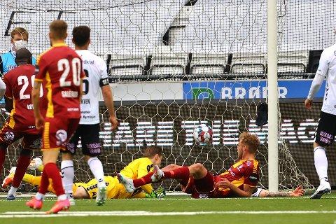 Jonathan Lindseth ga Sarpsborg 08 ledelsen borte mot Odd mandag, men Odd utlignet til 1-1 på overtid. Dermed ble det en ny poengdeling for sarpingene. (Foto: Thomas Andersen)