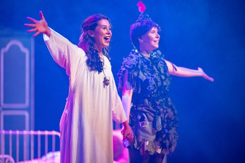 Trine Roppestad-Nes spilte rollen som Wendy og Nora Kolstad-Abelson spilte rollen som Peter Pan i Dioramaoppsettingen.