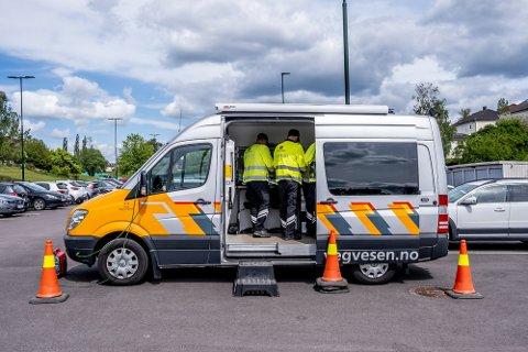 KONTROLL: Statens vegvesen tok oppstilling i Sarpsborg i helgen. Dette bildet er fra 2020 og en kontroll på Sikrustomta. Arkivfoto: Mats Duan-Hansen