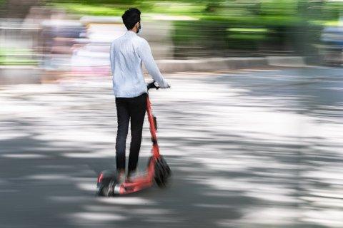 MAKSFART: Elsparkesykler er forbudt dersom de kan kjøre raskere enn 20 kilometer i timen. Leiesyklene har sperrer, men mange har kjøpt ekstreme versjoner privat. Illustrasjonsfoto: Jørgen Hyvang