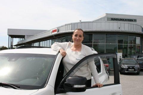 NY SELGER: Line Borgen Årsteinvåg er ansatt som salgskonsulent næring ved Toyota Østfold & Follo AS avd. Sarpsborg og Halden.