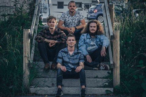 Tilbake: Radio Luxemburg, bestående av Thomas Gjerlaugsen (fra venstre), Dennis Pedersen, Vegard Bogen (bak) og Adrian Sunde Bjerketvedt, er ute med sitt først album siden «Sus hater dus» i 2019.