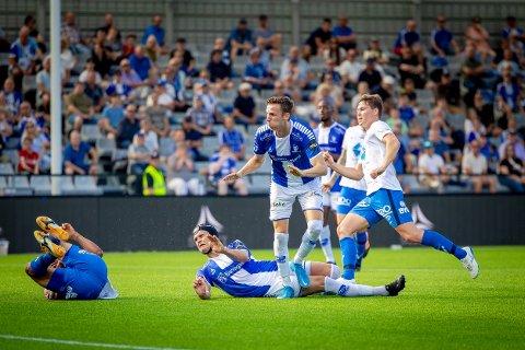 Sarpsborg 08s Bjørn Inge Utvik og Sarpsborg 08s Joachim Soltvedt i kampen mellom Sarpsborg 08 og Molde.