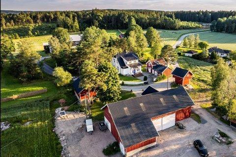 SKAL SELGES: Eiendommen i Åserødveien 153 er til salgs for nesten 6 millioner kroner.
