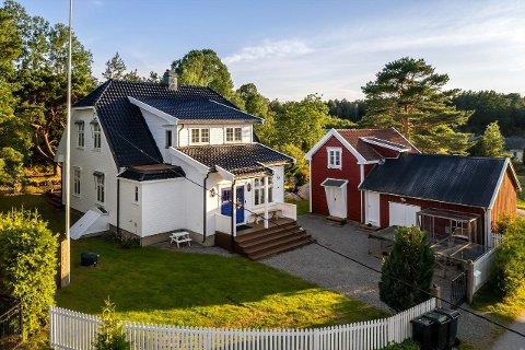 STOR INTERESSE: Mange var interessert i denne eiendommen, men det var et par fra Sarpsborg som til slutt vant budrunden.