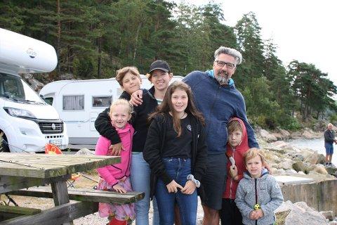 SKRYTER AV HØYSAND: Familien Wilke bestående av Emma, Richard, Anke, Johanna, Tom, Karl og Paul startet oppholdet i Norge med en overnatting i Høysand. De er full av lovord om den idylliske plassen.