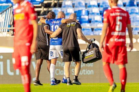 Sarpsborg 08s Guillermo Molins må ut med skade i kampen mellom Sarpsborg 08 og Sandefjord.