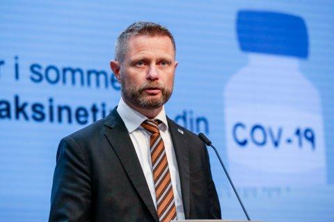 Helse- og omsorgsminister Bent Høie (H) forteller at regjeringen jobber for å få til flere vaksineavtaler med land i Europa slik at vaksineringen går raskere.