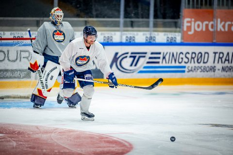 TRENINGSKAMP: Kristian Jakobsson er klar for årets første treningskamp der han skal spille i rekke med Niklas Roest og Emil Lundberg.