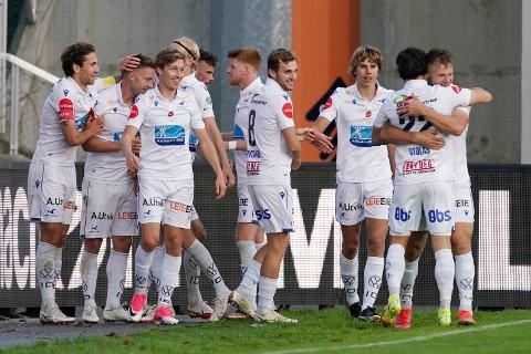 Det var til slutt Haugesund-spillerne som kunne juble for 2-1-seier og tre poeng i oppgjøret mot Sarpsborg 08 søndag kveld. (Foto: Jan Kåre Ness, NTB)