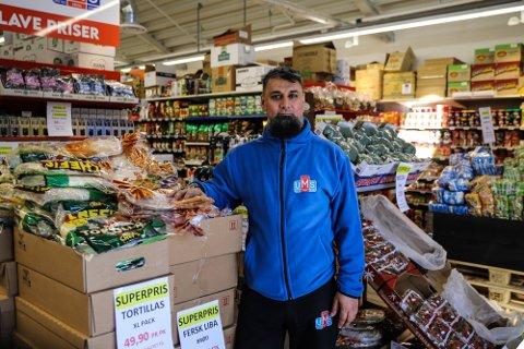 Vi skal jobbe hardt for å fortsette og levere billig frukt og grønt til gode priser, sier daglig leder ved UMS Fredrikstad,  Imran Khan.