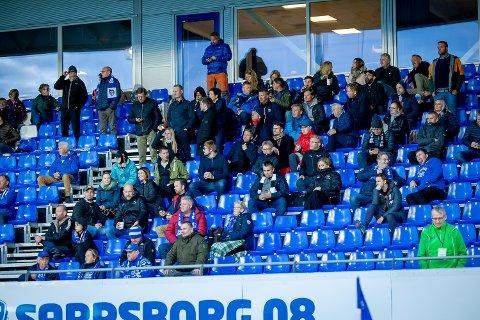 TRIBUNEN: Rosenborg-supportere var plassert sammen med S08-supportere i kampen mellom Sarpsborg 08 og Rosenborg.