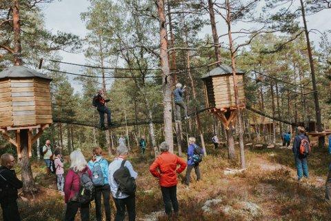 Også godt voksne finner utfordringer og har glede av å bruke aktivitetsløypa ved Østtorp.
