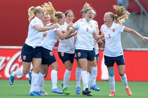 Norge og Marne Mjelde hadde en oppløftende 2. omgang mot England. Det gir håp før åttendelsfinalen mot England, men vi tror det er store sjanser for at de norske jentene må ut i ekstraomganger i kveld. FOTO:Marc DesRosiers