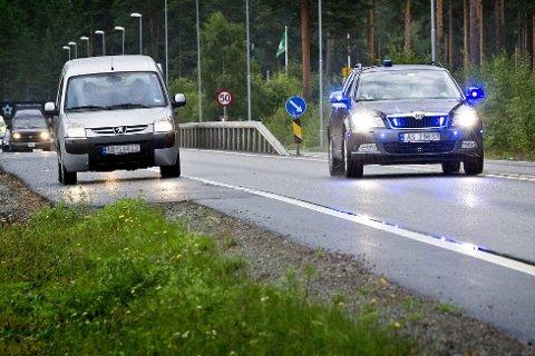 Det brenner ikke et blått lys for Tollvesenets fortsatte bruk av blålys. Tvert imot vil regjeringen utvide prøveprosjektet langs grensen i Hedmark og Østfold til å gjelde hele landet.
