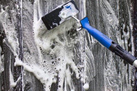 Bruk en vaskekost, montert på forlengerskaft når du vasker store flater. Med Zalo blir det altfor store mengder skum, som er vanskelig å skylle bort.