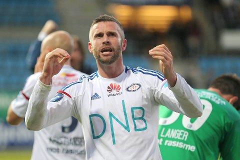 Kjetil Wæhler jubler for 2-0-scoringen sin da Vålerenga slo Sandefjord 3-0 borte i mai. Nå møtes de to lagene igjen, på Ullevaal, og vi tror resultatet fort blir noe lignende.