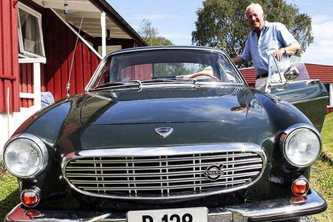 Rolf Gundersen forteller at han fikk oppmerksomhet for bilen han kjørte på slutten av '70-tallet og begynnelsen av '80-tallet. Nå er han tilbake som eier av bilen han solgte i 1981, og den skiller seg fortsatt ut på veien - trolig i enda større grad enn tidligere.