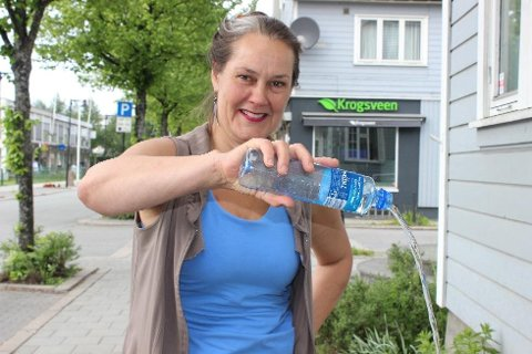 *** Local Caption *** Urolog Sissel Overn sier at mennesker ikke er kameler, med lagringsplass for masse vann. Og hvorfor kjøpe vannflasker i dyre dommer, når vi har bra nok drikkevann i springen.