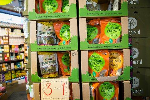 OSLO  20140903. Bilder av butikken Røtter i Ullevålsveien på St. Hanshaugen. Nytt butikk-konsept for økologisk og naturlig mat, økologiske frukter og grønnsaker, kjøtt fra norske økobønder, økologiske brød og boller. Veggie krunch. Foto: Heiko Junge / NTB scanpix
