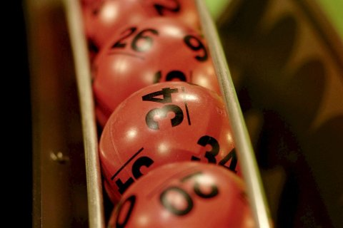 Tre Lotto-vinnere ble nesten fem millioner kronere rikere lørdag kveld.