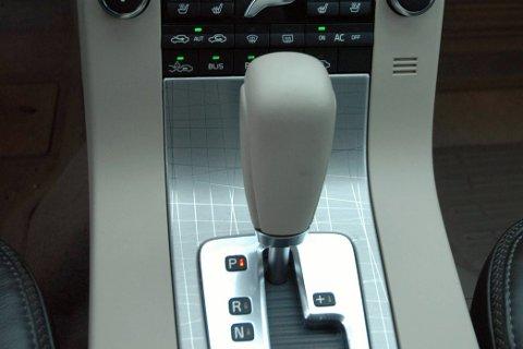 Nordmenn kjøper i stadig større grad biler med automatgir. Men svært mange er ikke klar over hvordan den skal vedlikeholdes for å ikke gå i stykker og gi en kostnad på opp mot 100.000 kroner.