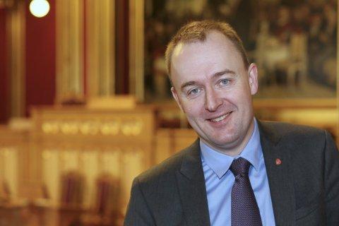 Eirik Sivertsen (Ap) ber regjeringen om ikke å  glemme fylkesveiene.