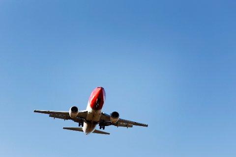 Regjeringens flyplassavgift møter motstand.