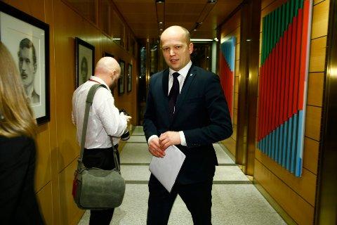 Oslo  20160218. Trygve Slagsvold Vedum (sp) ankommer Norges Bank for å høre sentralbanksjefens årstale torsdag kveld.  Foto: Heiko Junge / NTB scanpix
