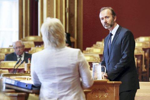 Nestleder i Arbeiderpartiet, Trond Giske, mener Norge bør sette hardt mot hardt mot EU og ESA.