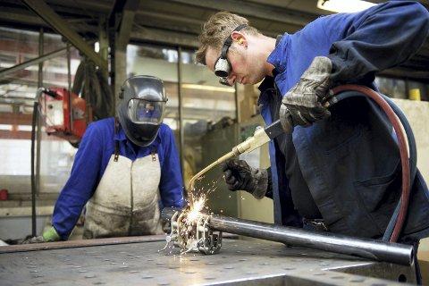 Tryggere: Satsingen på HMS har gjort det tryggere for industriarbeidere å være på jobb. Foto: Jan Haas, NTB scanpix