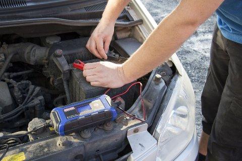 Å lade batteriet før vinteren kan spare deg for både utgifter og frustrasjon.