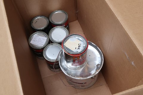 Ta med maling som står i kalde uteboder og garasjer, og sett det en plass med plussgrader.
