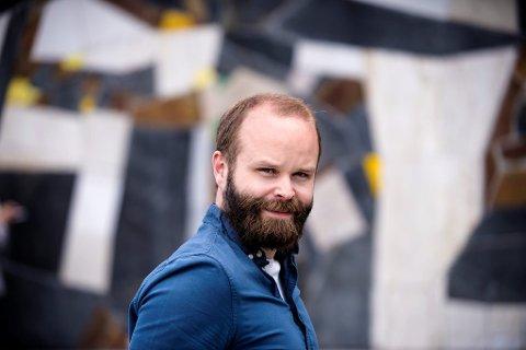 Ungdomsrådgiver i LO og leder for LOs sommerpatrulje, Pål Spjelkavik, mener ordlyden i stillingsutlysningen til Venstre innebærer at det er snakk om en jobb.