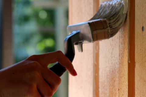 Vanntynnede malinger bør ikke brukes utendørs hvis temperaturen faller til under ti grader før malingen er herdet.