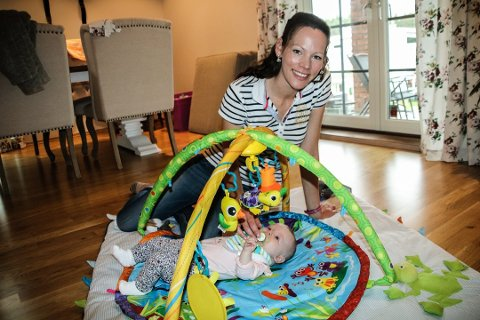 Malin Helen Westerlund har spart mye på å handle brukt utstyr til datteren Hedda.