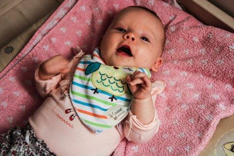Hedda (3 mnd.) får mye brukt barneutstyr av mamma Malin Helen Westerlund.
