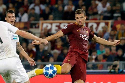 Edin Dzeko er toppscorer i Champions League sammen med Leo Messi. Begge har scoret fem mål så langt. (AP Photo/Andrew Medichini)