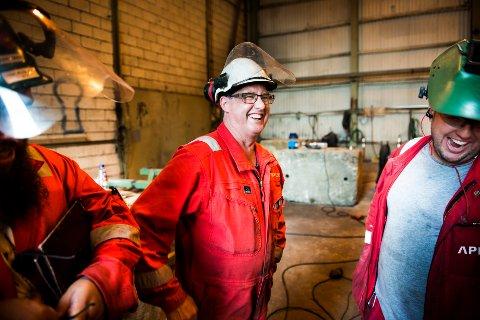 Snart skal arbeidsgivere og arbeidstakere forhandle om hva lønna blir det neste året. Her er John Webster sammen med kolleger på et skipsverft på Stord.